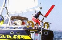Jimmy pe unul dintre yacht-urile cu care a inconjurat lumea
