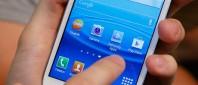 Someone using a Samsung Galaxy SIII smartphone