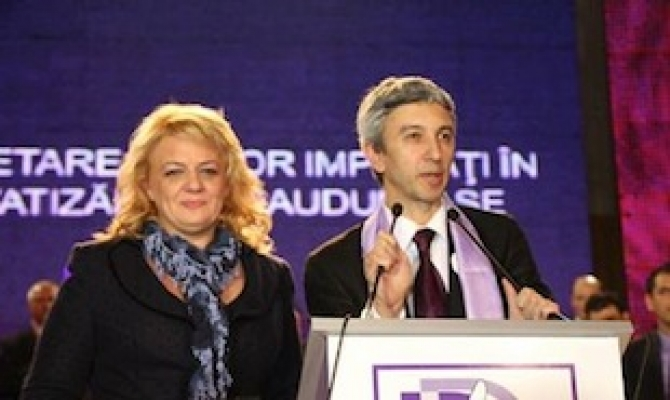 """Dan Diaconescu, alături de Simona Man, pe vremea când era """"la vârful"""" politicii românești..."""