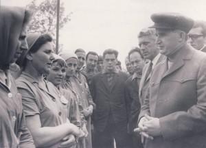 1970, 26 mai. Vizita de lucru la Combinatul de industrializare a lemnului Focsani