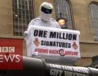 VIDEO. Un tanc a adus la sediul BBC petiţia în favoarea lui Jeremy Clarkson