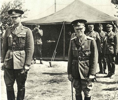 Antonescu-si-Regele-Mihai-pe-front-in-fata-unui-cort_0